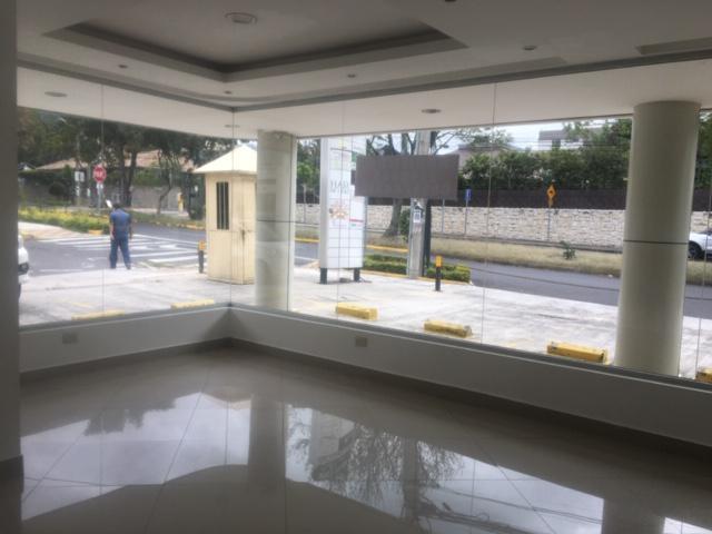 Foto Local en Alquiler en  Cumbayá,  Quito  AV PAMPITE