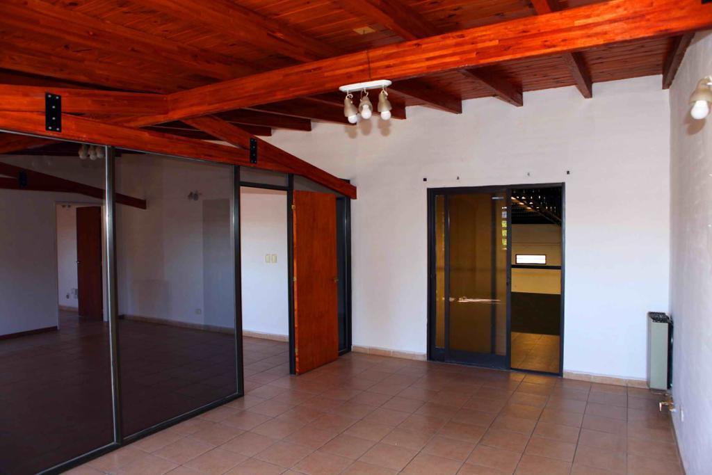 Foto Galpón en Venta en  Villa Allende,  Colon  EN VENTA IMPORTANTE INMUEBLE CON GALPON, OFICINAS Y BAÑOS