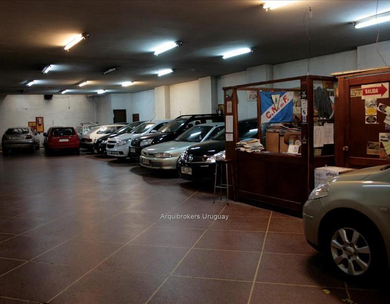 Foto Local en Alquiler en  Ciudad Vieja ,  Montevideo  Local comercial en venta y en alquiler en Ciudad Vieja