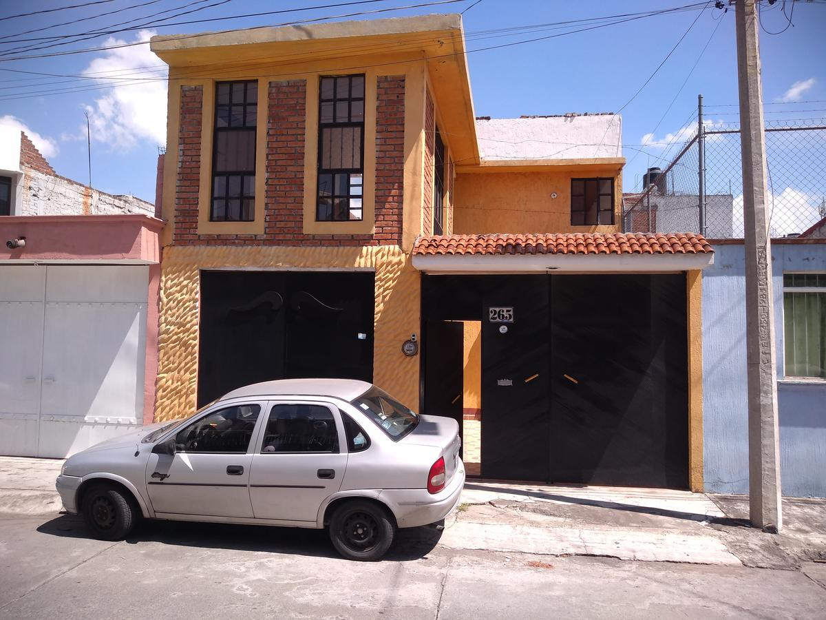 Foto Casa en Renta en  Los Manantiales de Morelia,  Morelia  COL. LOS MANANTIALES CALLE: MANANTIAL DE ATZIMBA # al 200