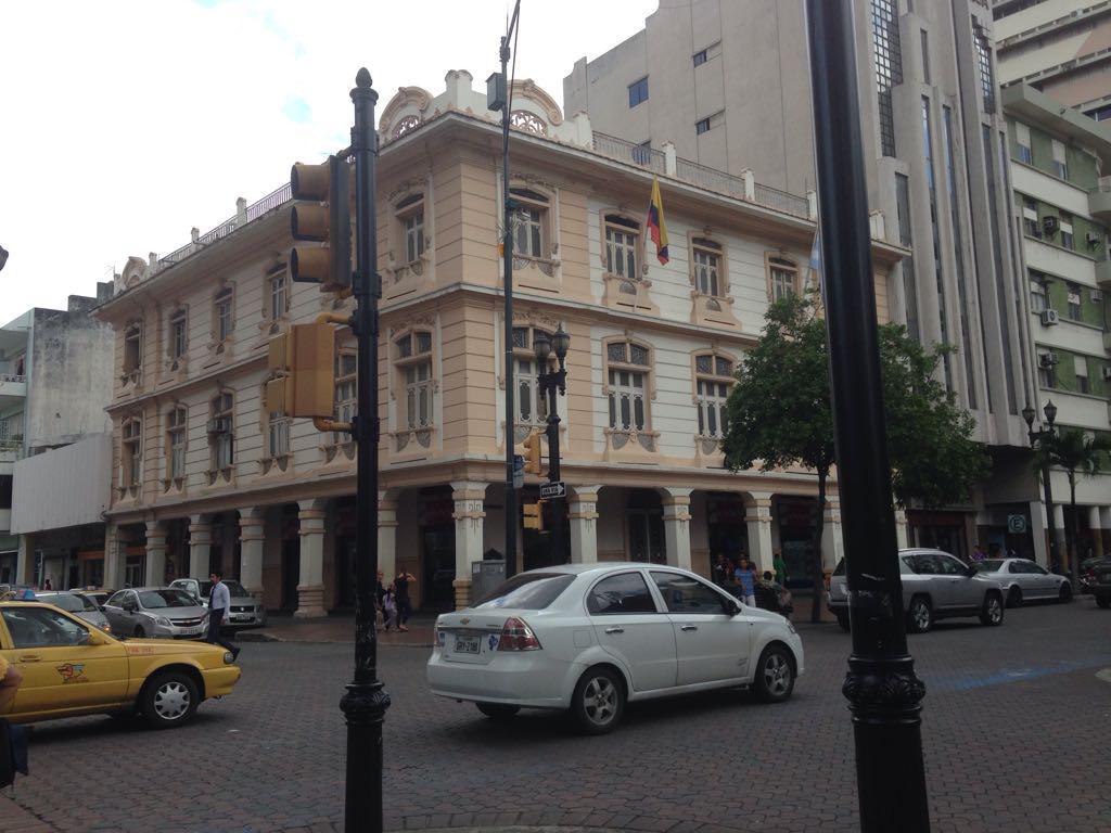 Foto Edificio Comercial en Venta en  Norte de Guayaquil,  Guayaquil  CENTRO, AV. 9 DE OCTUBRE