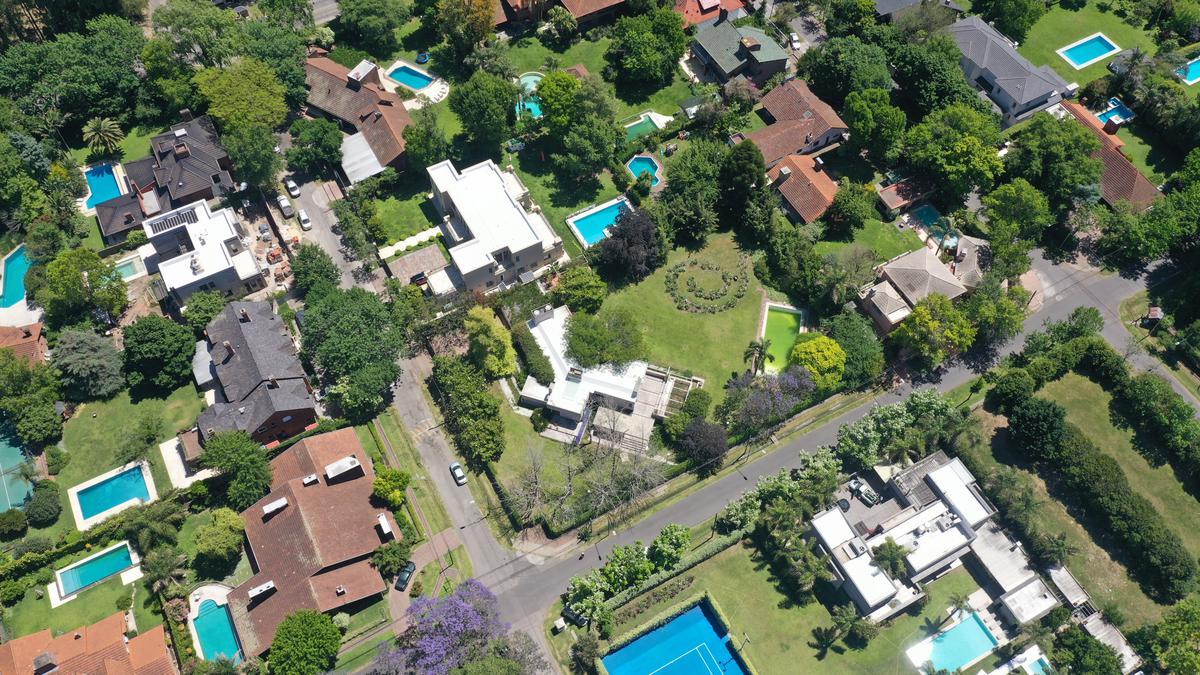 Foto Casa en Venta en  Las Lomas-San Isidro,  Las Lomas de San Isidro  Alsina al 2200