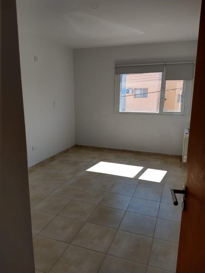 Foto Casa en Venta en  Capital ,  Neuquen  DUPLEX CREASE al 1600