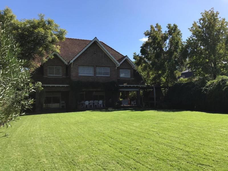 Foto Casa en Venta en  Las Lomas de San Isidro,  San Isidro  Diego Palma al 2400