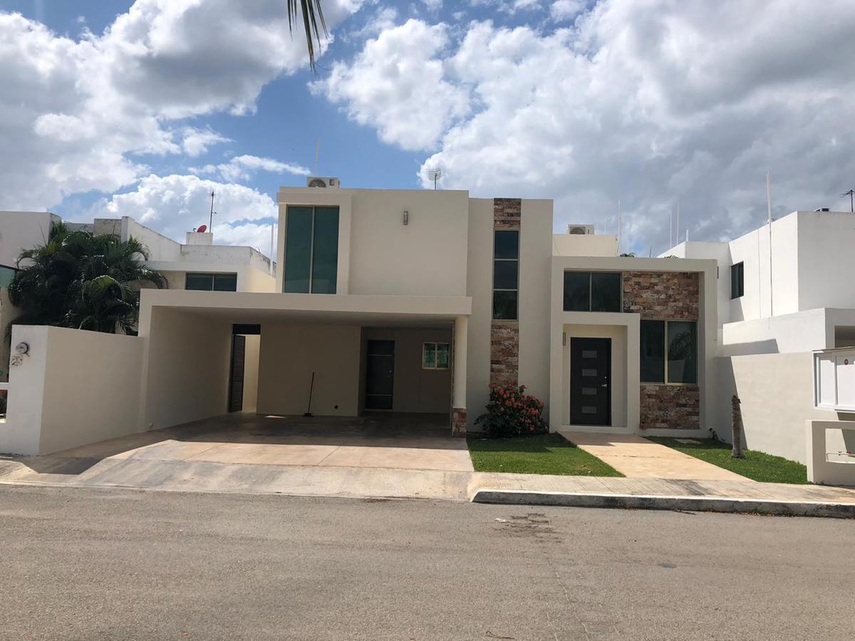 Foto Casa en Renta en  Mérida ,  Yucatán  En renta casa en privada con amenidades en Palma Real.