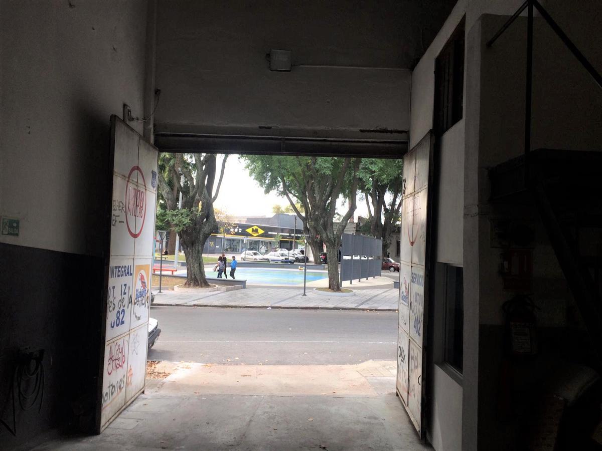 Foto Local en Venta en  Tres Cruces ,  Montevideo  Republica