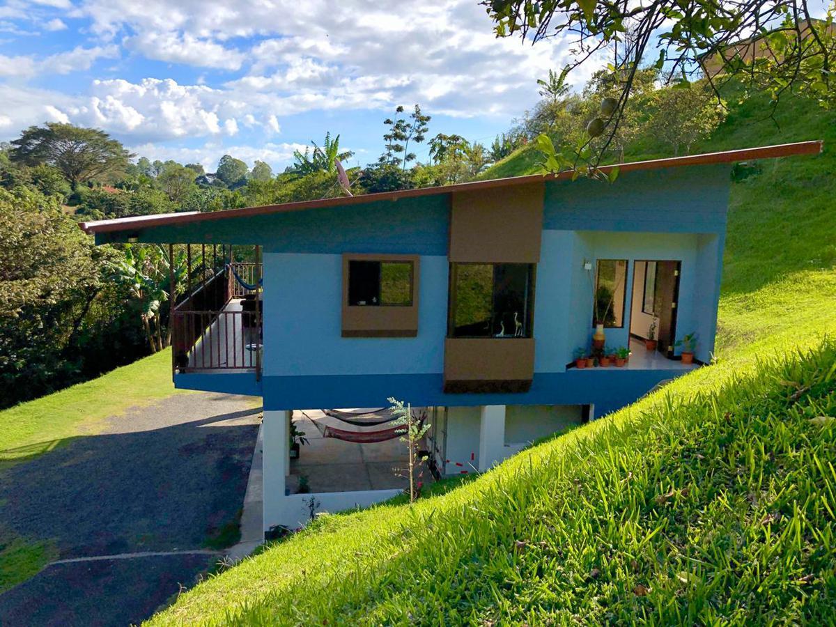 Foto Casa en Venta en  Sarchi Norte,  Valverde Vega  Sarchi Norte/2364m2 de terreno/ Impecable/Naturaleza/ Zonas verdes