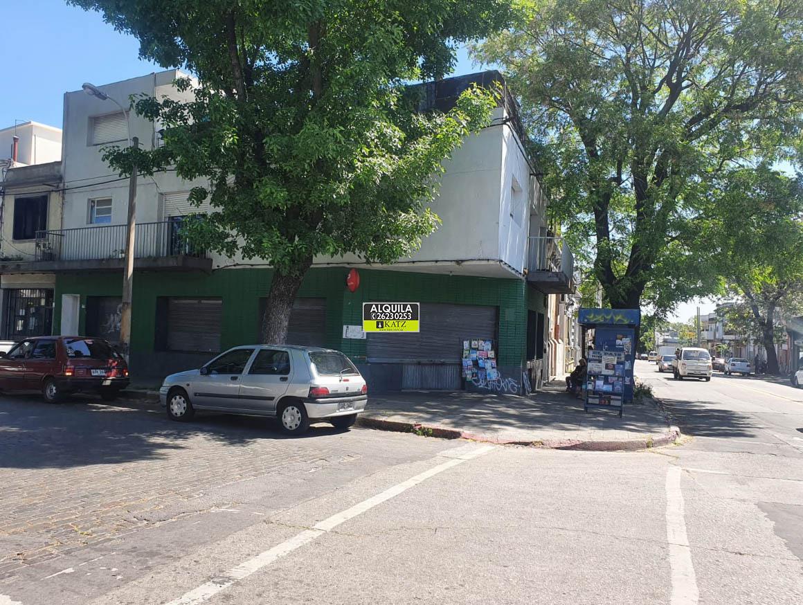 Foto Local en Alquiler en  La Comercial ,  Montevideo   AMEZAGA ESQUINA REQUENA