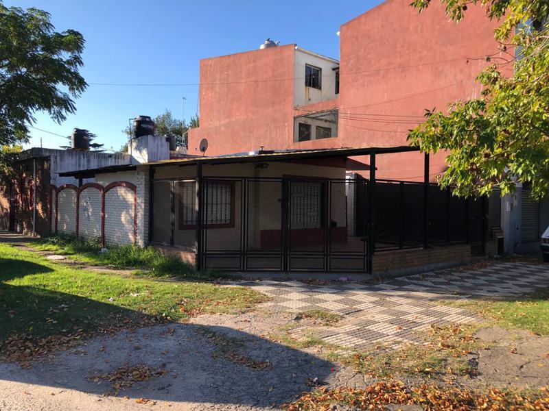 Foto Casa en Venta en  Monte Grande,  Esteban Echeverria  Bruzone 604