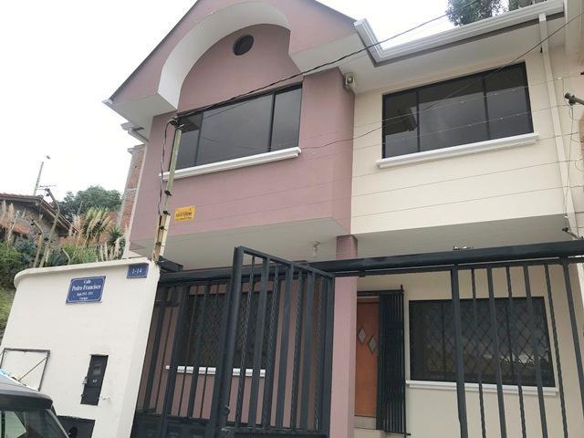 Foto Casa en Venta en  Centro de Cuenca,  Cuenca  Av. González Suárez Sector Eucaliptos