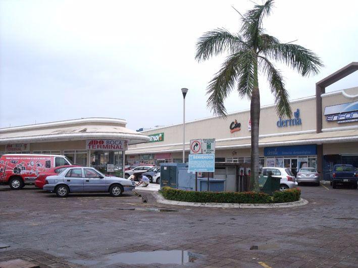 Foto Local en Renta en  Fraccionamiento Joyas de Mocambo (Granjas los Pinos),  Boca del Río  Renta de local plaza las Palmas