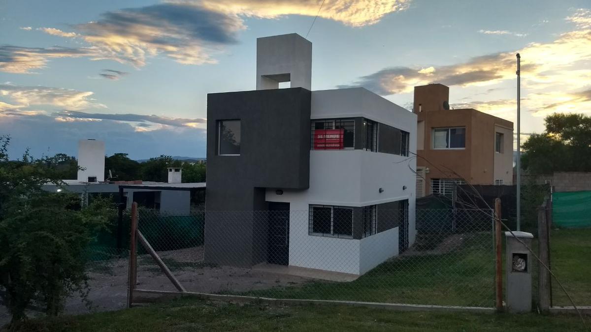 Foto Casa en Venta en  Villa Allende,  Colon  Champaqui & Fitz Roy