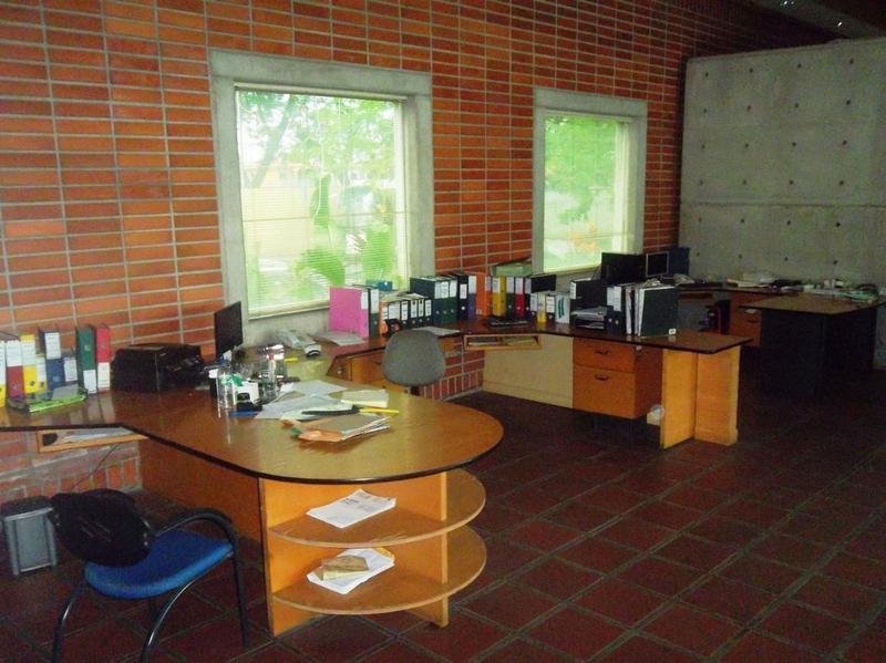 Foto Oficina en Alquiler en  Norte de Guayaquil,  Guayaquil  San Eduardo Amplio local con área de oficinas, bodegas, talleres