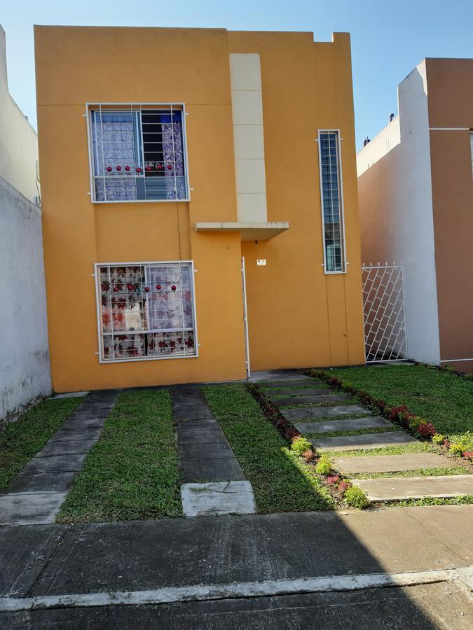 Foto Casa en Venta en  Emiliano Zapata ,  Veracruz  BONITA CASA EN VENTA EN FRACC. RESIDENCIAL EN EMILIANO ZAPATA.