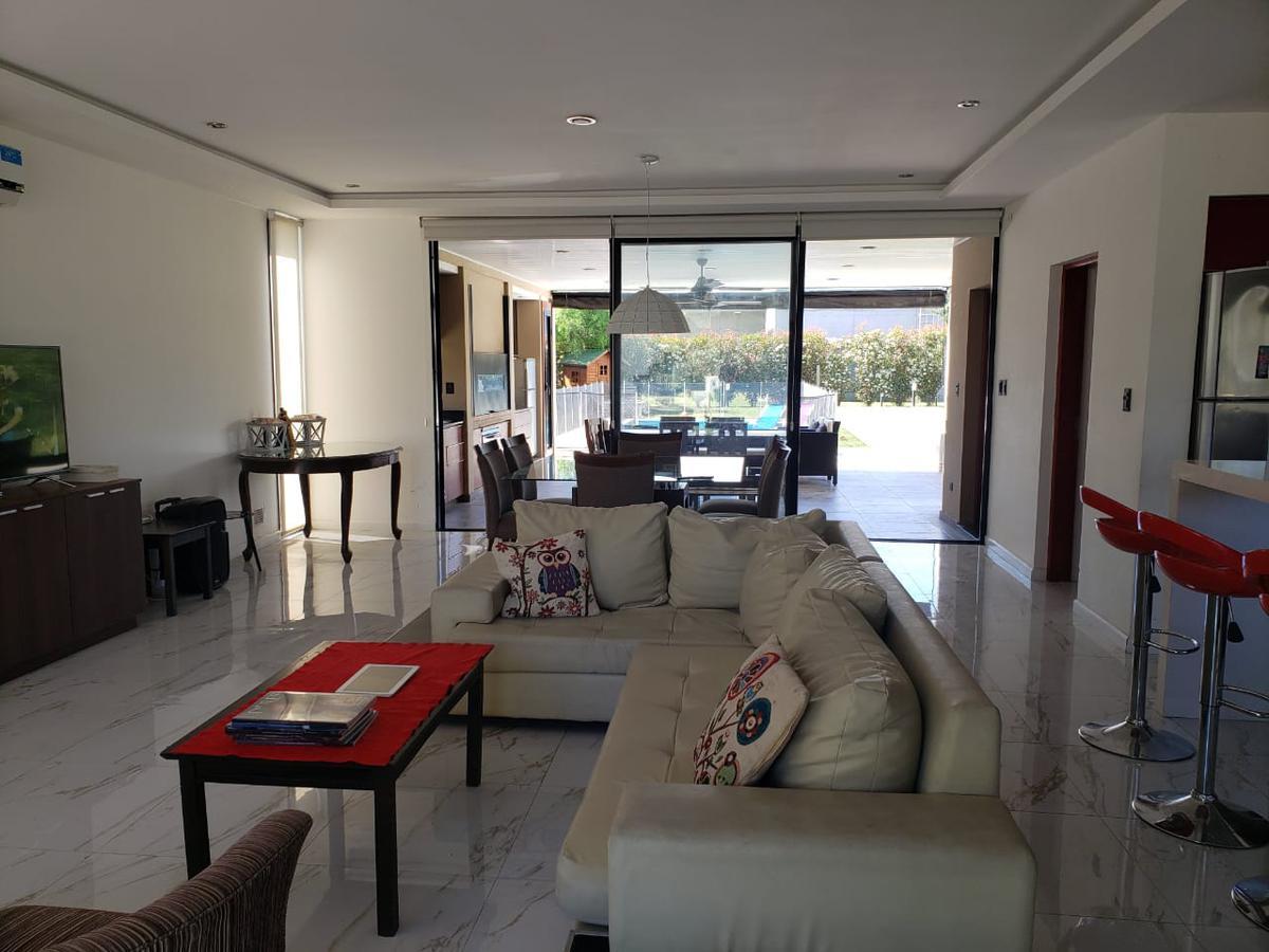Foto Casa en Alquiler temporario en  Aguadas,  Funes  Country Aguadas