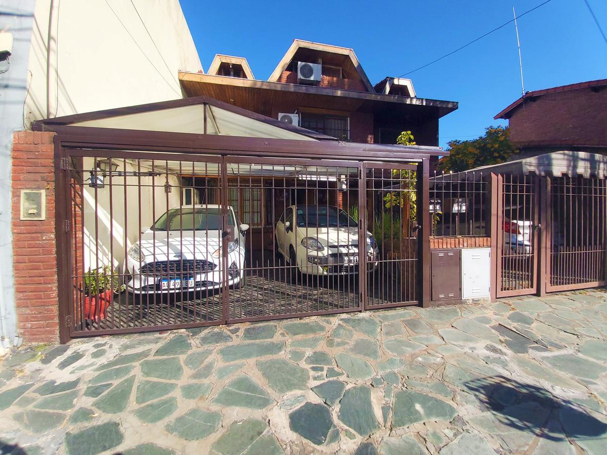 Foto Casa en Venta en  Olivos,  Vicente Lopez  Debenedetti al 2800