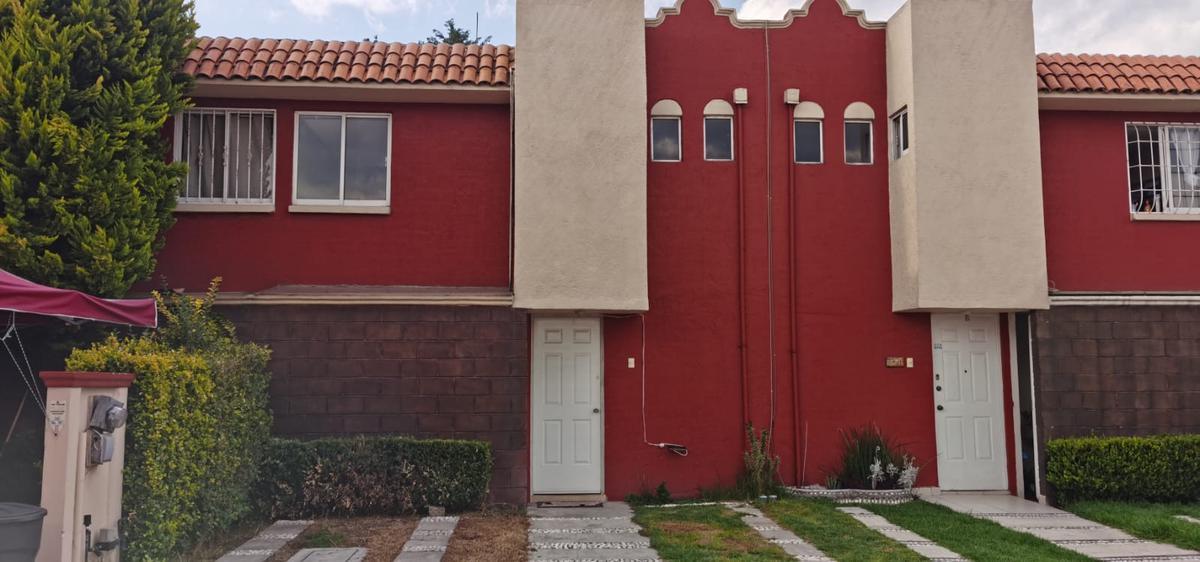 Foto Casa en condominio en Renta en  Los Ahuehuetes,  Toluca  Abeto