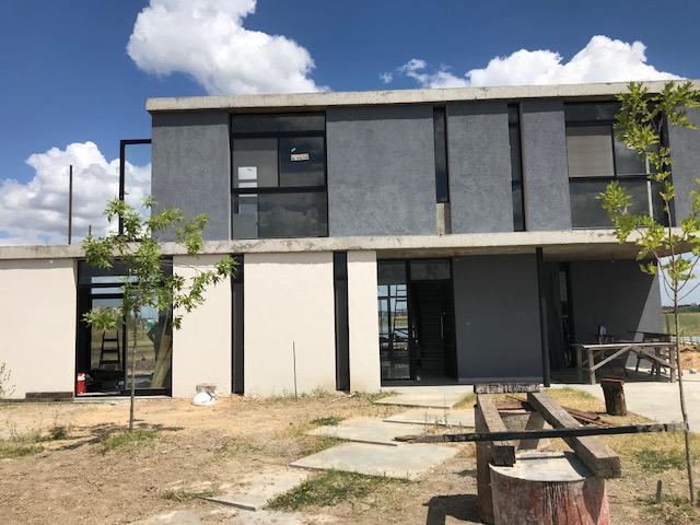 Foto Casa en Venta | Alquiler en  San Sebastian,  Countries/B.Cerrado  boote al 3800
