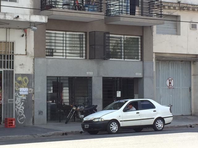 Foto Local en Alquiler en  Constitución ,  Capital Federal  Avenida Entre Rios al 1700