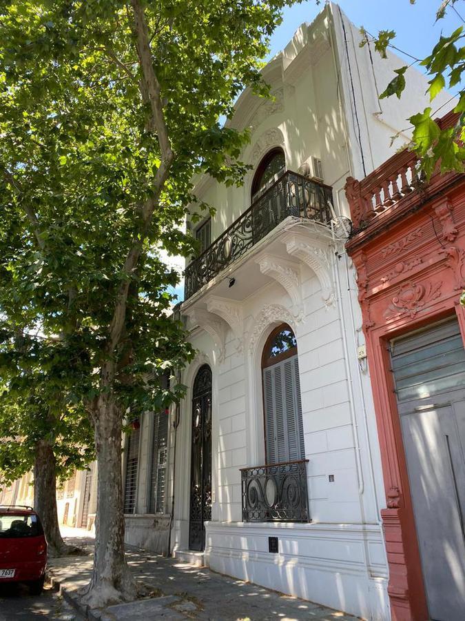 Foto Casa en Venta en  Palermo ,  Montevideo  De estilo, con renta