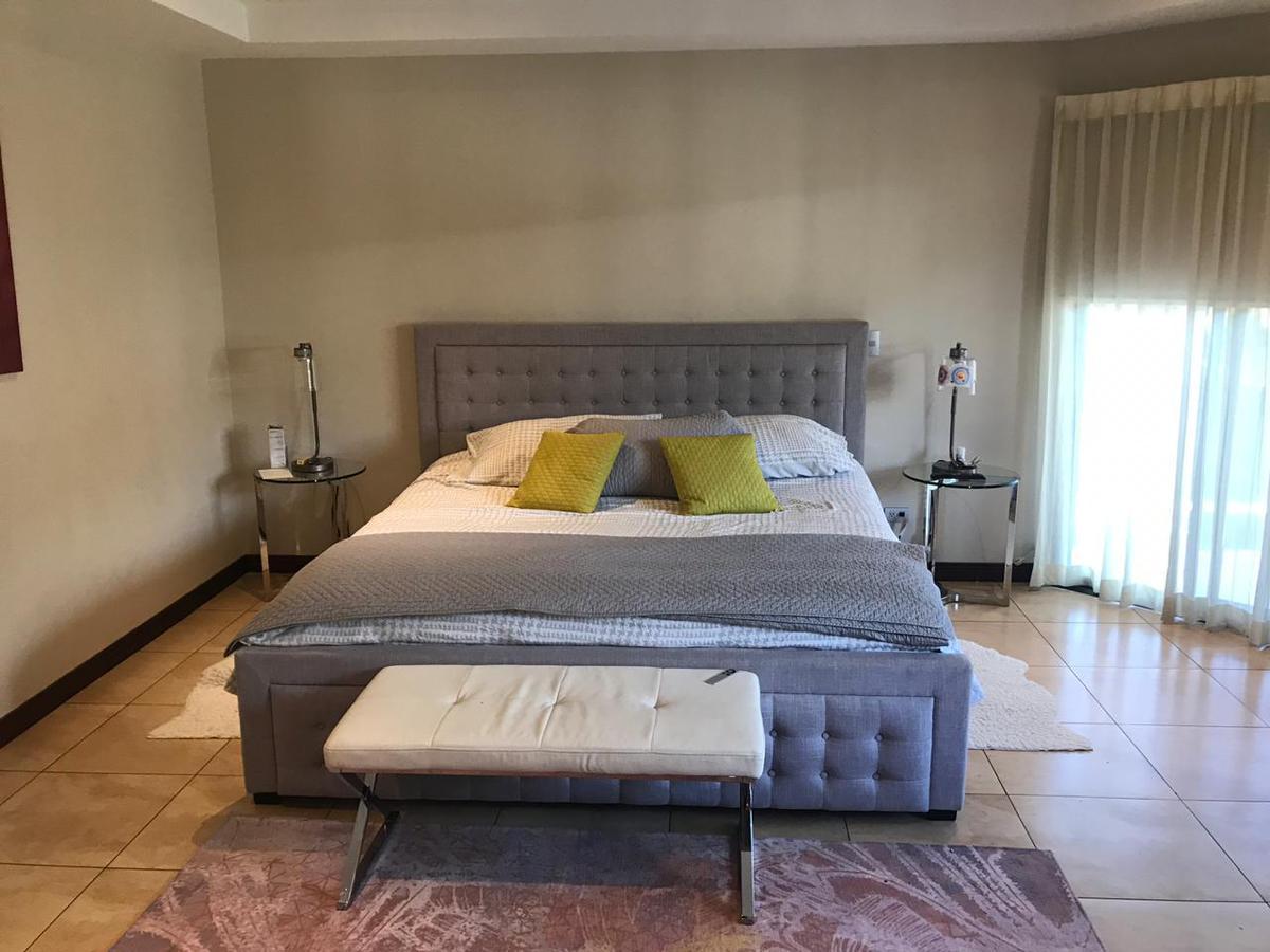 Foto Casa en condominio en Venta en  Pozos,  Santa Ana  Casa en Santa Ana Amplia / Esquinera