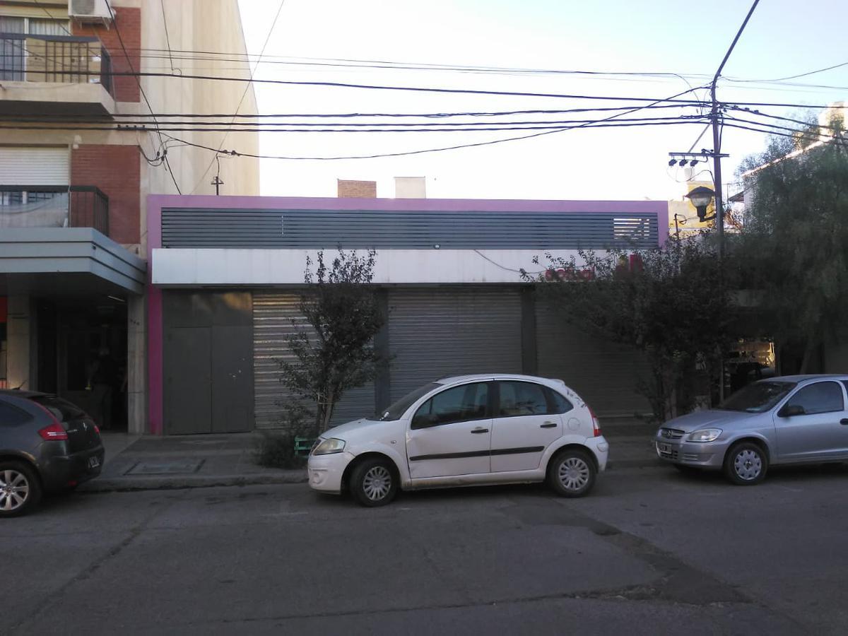 Foto Local en Alquiler en  Capital ,  Neuquen  SAN LUIS al 300. Local Comercial en Alquiler.