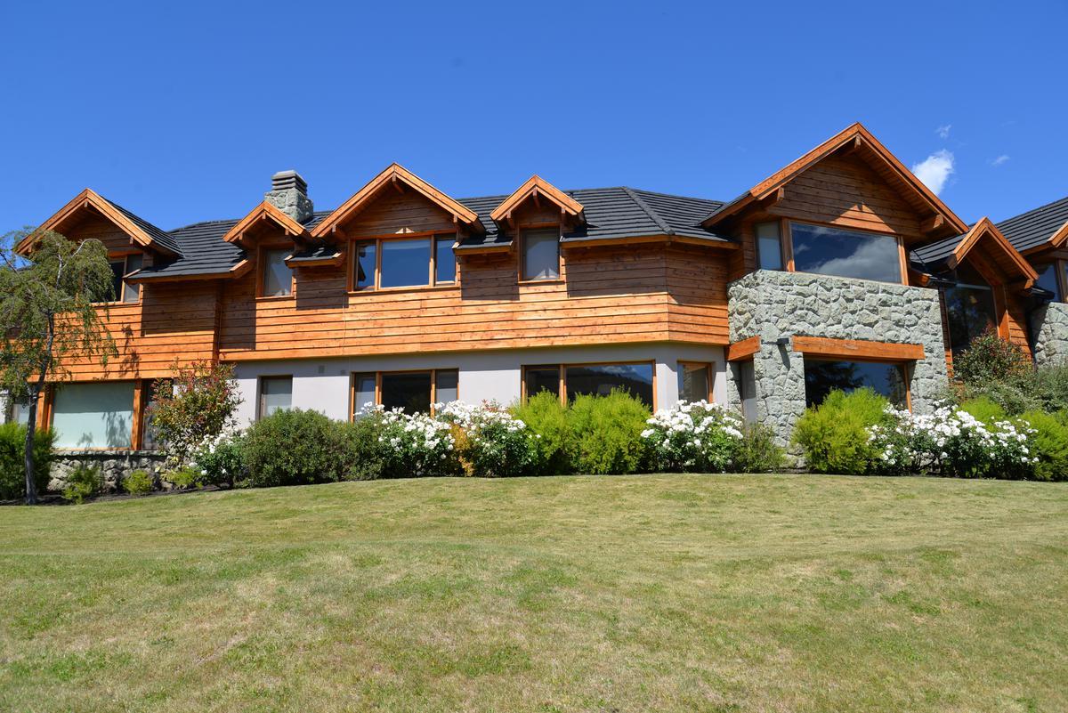 Foto Casa en Venta en  Bariloche ,  Rio Negro  Increible casa en Arelauquen Golf & Country Club