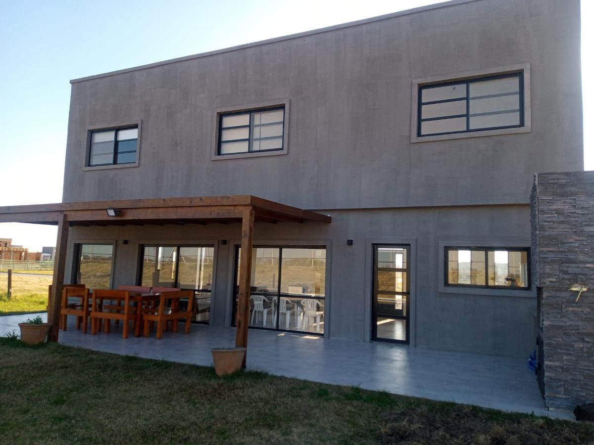 Foto Casa en Alquiler temporario en  Hudson,  Berazategui  Hermosa casa en alquiler temporario-Barrio Magallanes, Hudson