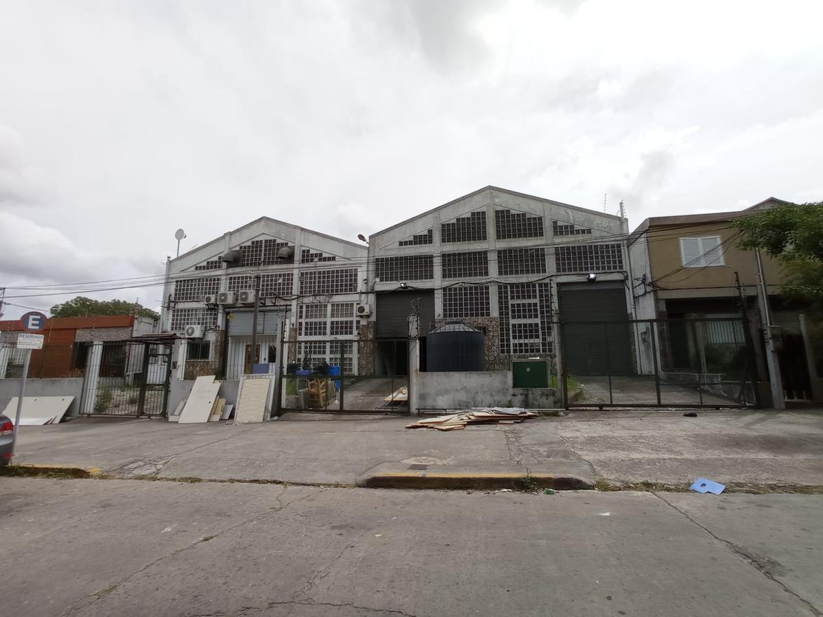 Foto Local en Venta en  Cerrito ,  Montevideo  PROXIMO BV BATLLE Y ORDOÑEZ Y SAN MARTÍN