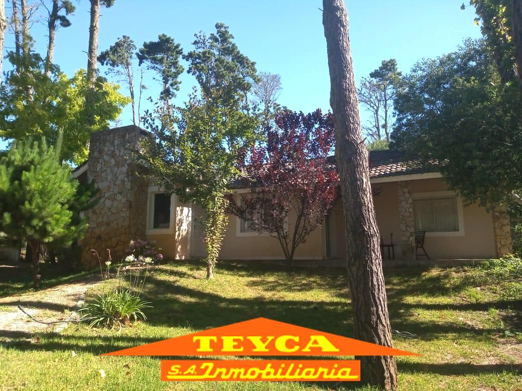 Foto Casa en Venta en  Alamos,  Pinamar  Av Alamos 962 E/ Av shaw y  Deriva