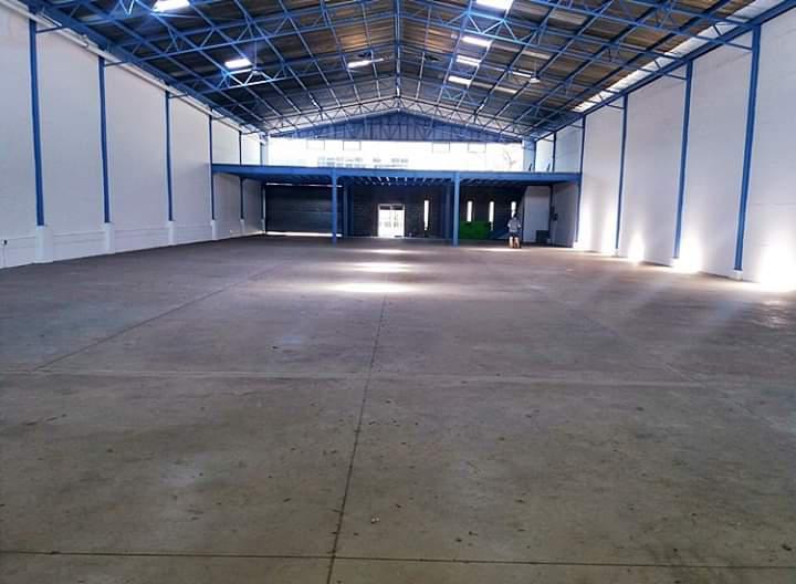 Foto Bodega Industrial en Venta | Renta en  Escazu,  Escazu          Bodega cerca de Multiplaza Escazú / Metraje 1023 m2