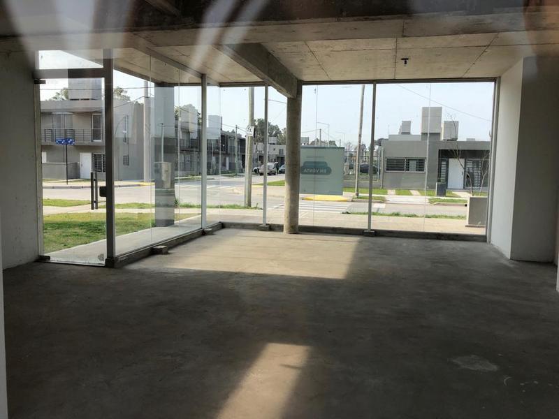 Foto Local en Venta en  Barrio Parque Leloir,  Ituzaingo  El Portico 500
