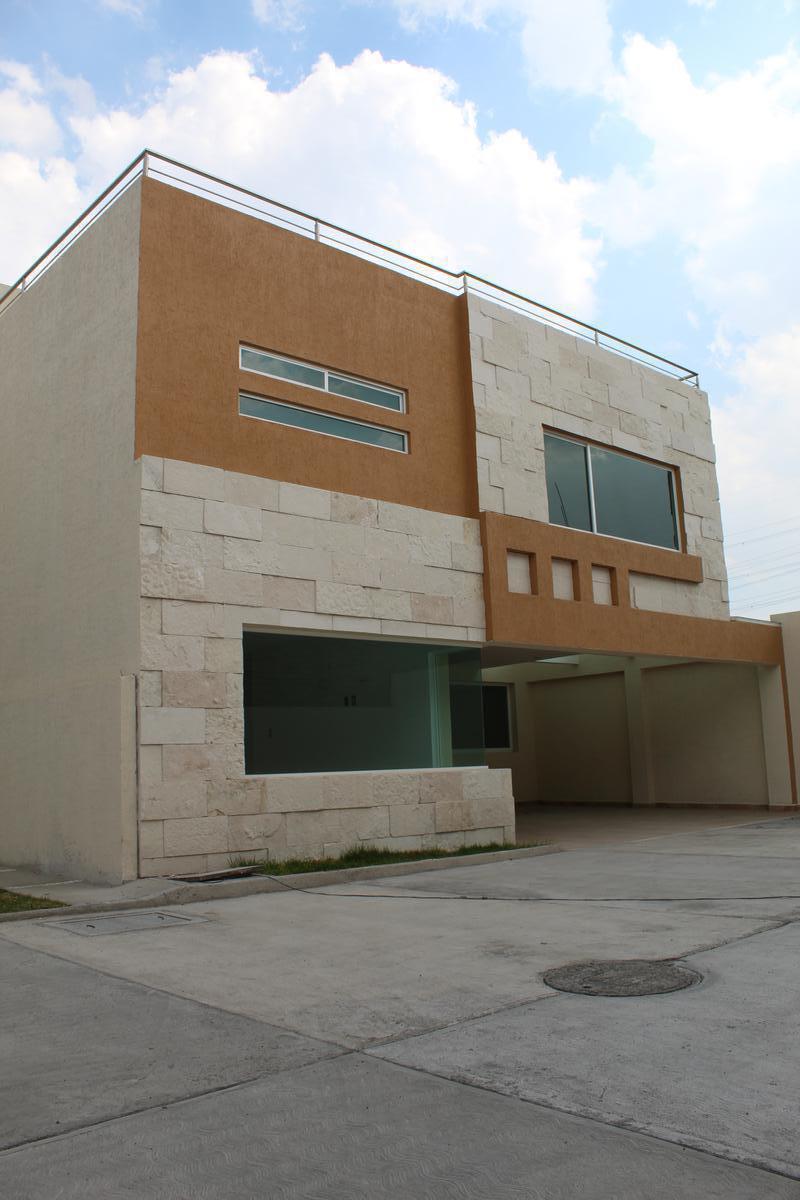 Foto Casa en condominio en Venta en  San Jerónimo Chicahualco,  Metepec  5 de Mayo