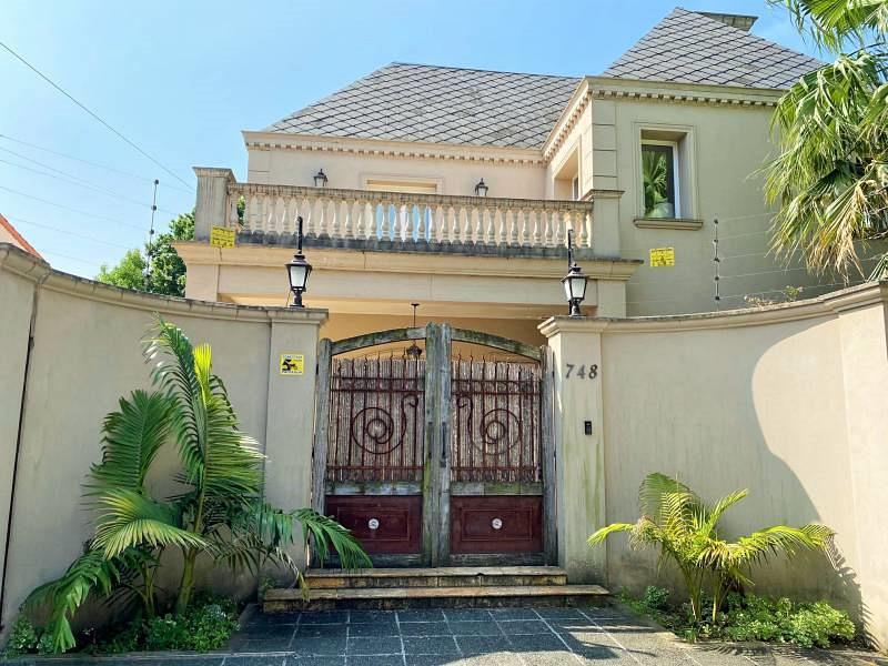 Foto Casa en Venta   Alquiler en  Mart.-Vias/Libert.,  Martinez  Emilio Mitre al 700