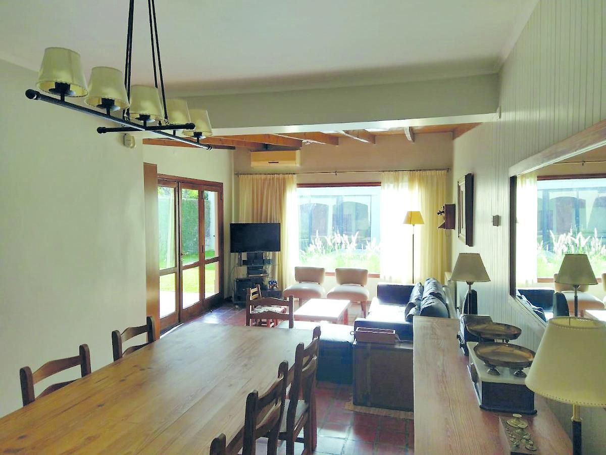 Foto Casa en Venta en  Manuel B Gonnet,  La Plata  ¡EXCELENTE CASA! Venta en Gonnet - Calle16 entre 504 y 505