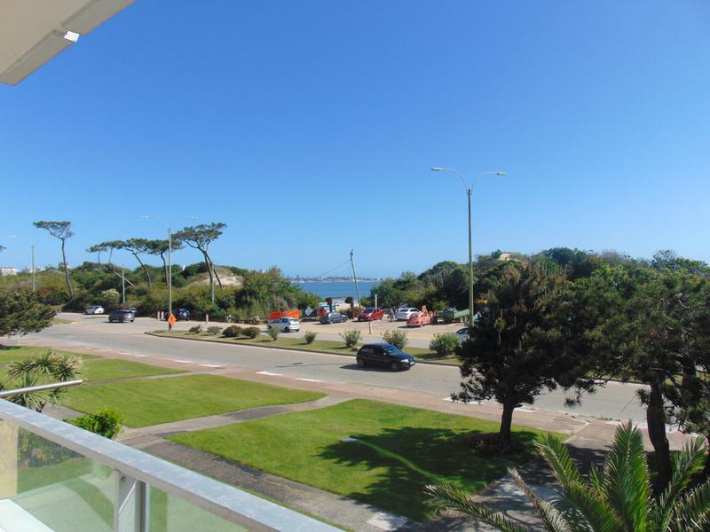 Foto Departamento en Venta en  Playa Mansa,  Punta del Este  3 dormitorios frente al mar en la Mansa