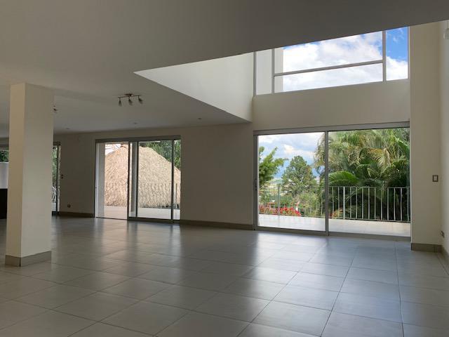 Foto Casa en Venta | Renta en  Escazu,  Escazu  Casa Independiente en Escazú con Vista/ Terreno 1190m2/ Piscina