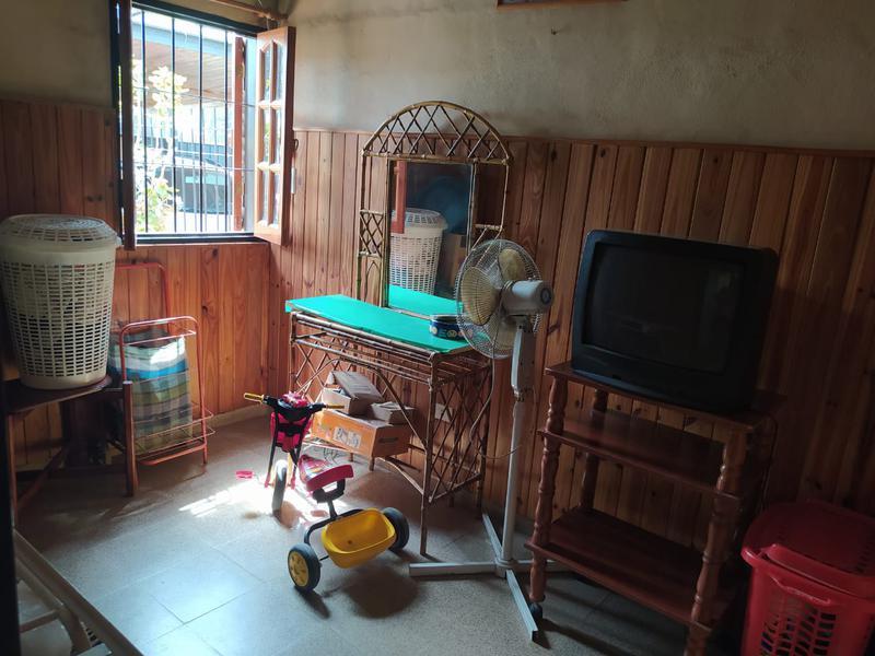 Foto Casa en Venta en  Parque Los Molinos,  Cordoba Capital  Casa 3 dormitorios en venta en Parque Los Molinos. Depto al fondo.  Con escritura.