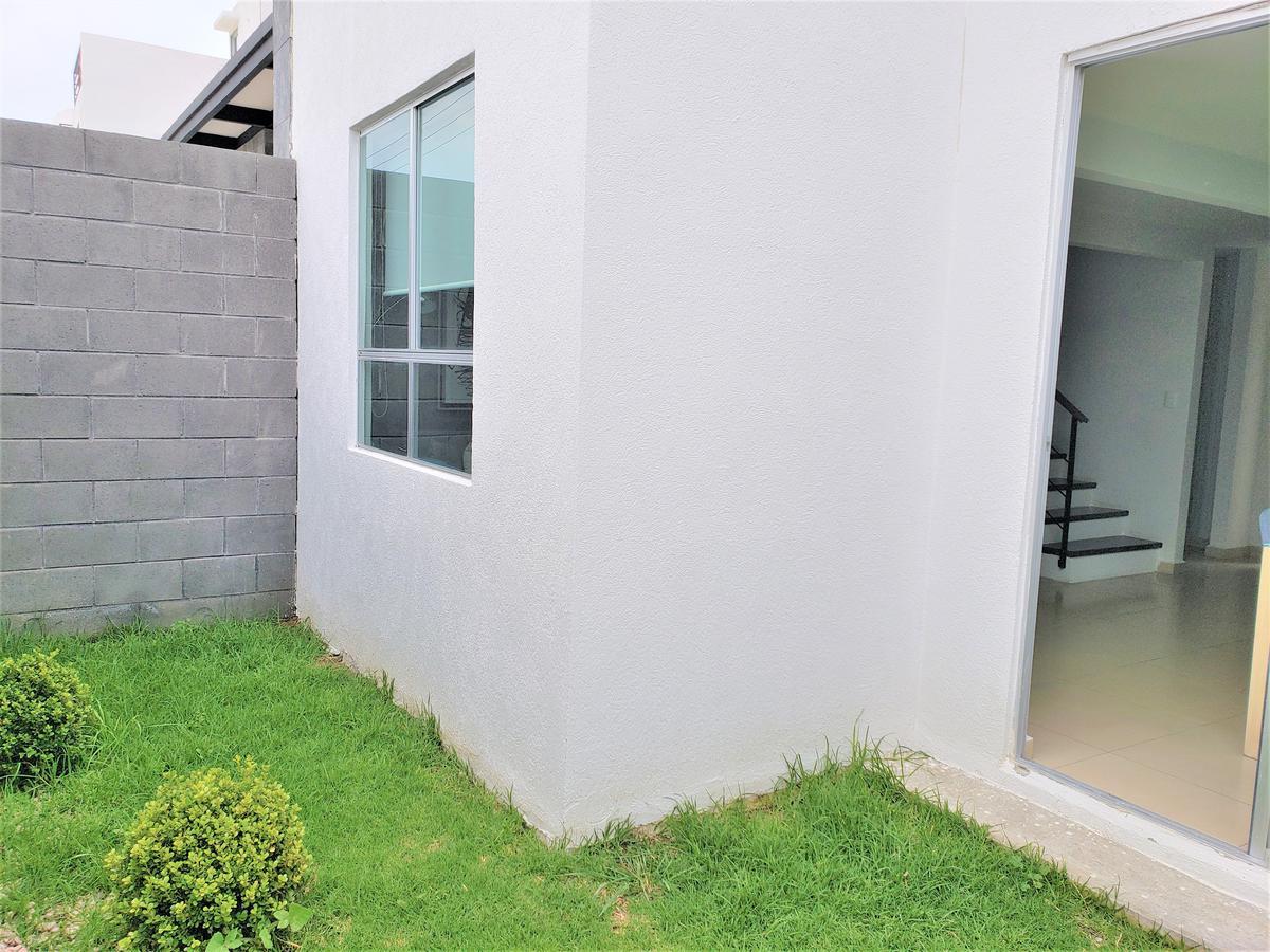 Foto Casa en Venta en  Toluca ,  Edo. de México  MODELO ROBLE