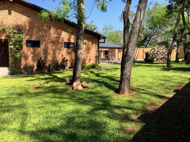 Foto Casa en Venta en  Mariano Roque Alonso ,  Central  Barrio Cerrado Surubi'i, Zona Hollywood