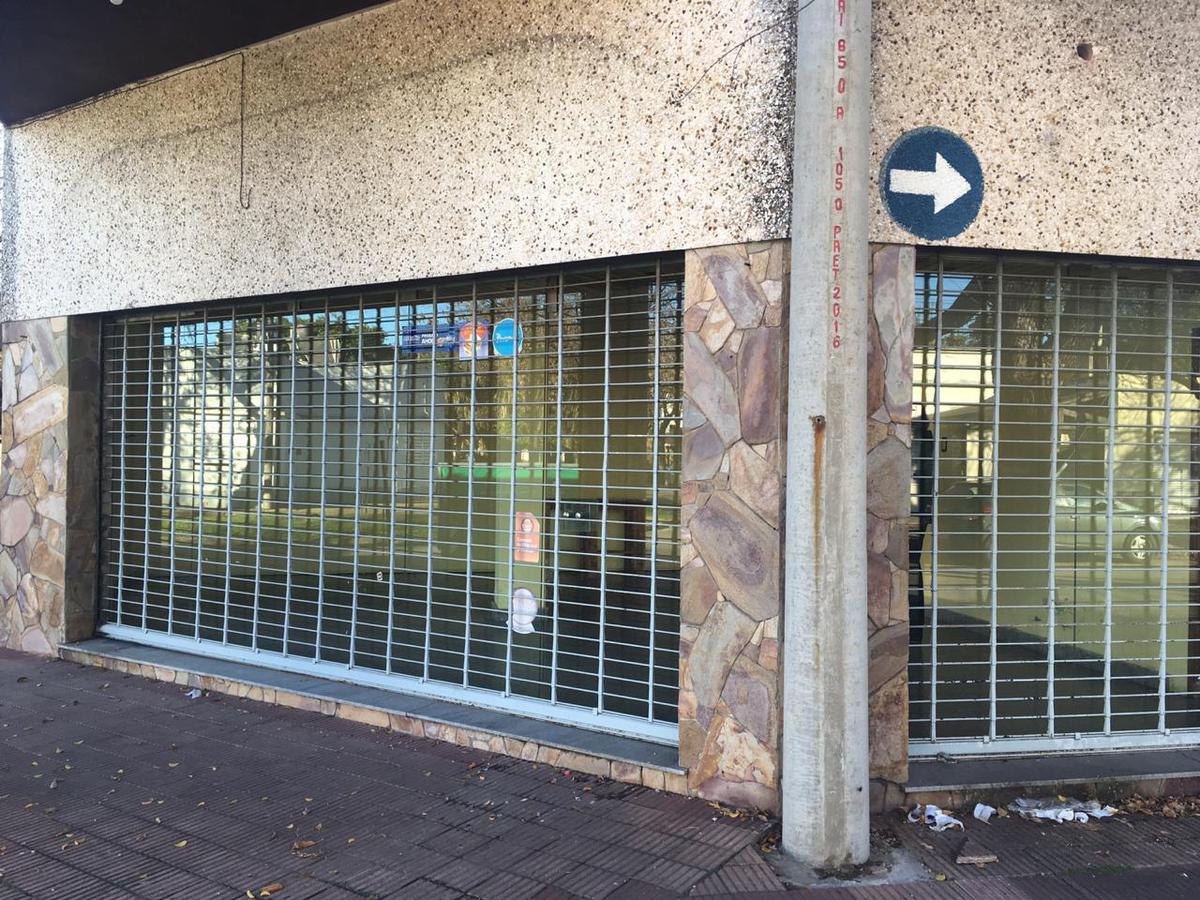 Foto Local en Alquiler en  Azcuenaga,  Rosario  RIOJA al 5400
