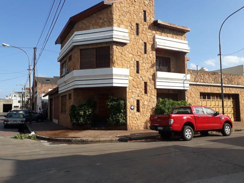 Foto Casa en Venta en  Valentin Alsina,  Lanus  Dr. Crotti al 800
