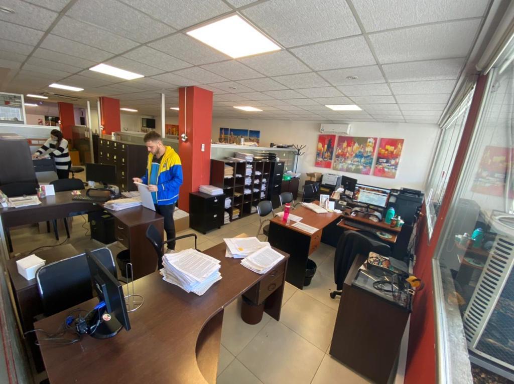 Foto Oficina en Alquiler en  Almagro ,  Capital Federal  Amplia oficina de 200m2 sin expensas sobre Av. Rivadavia 3800, Almagro