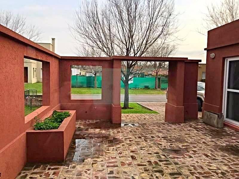 Foto Casa en Alquiler en  La Comarca,  Countries/B.Cerrado  Apto Credito!!! Casa 4 amb, en una planta, Piscina, Galeria con Parrilla. Amenities y seg 24hs