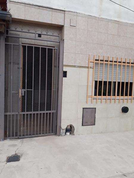 Foto PH en Alquiler en  Isidro Casanova,  La Matanza  Albarelos al 4100