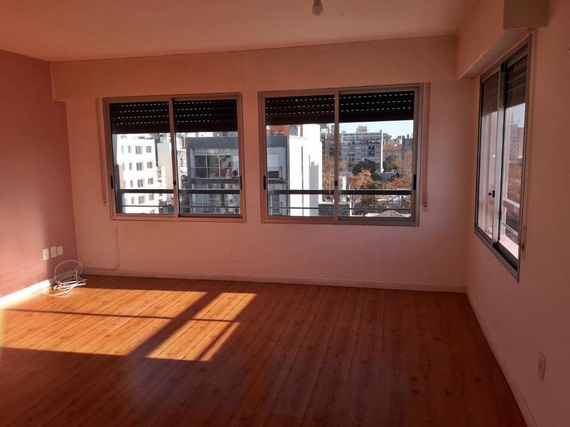 Foto Departamento en Alquiler en  Pocitos ,  Montevideo  Monoambiente     vista despejada EN PLENO POCITOS  sin muebles