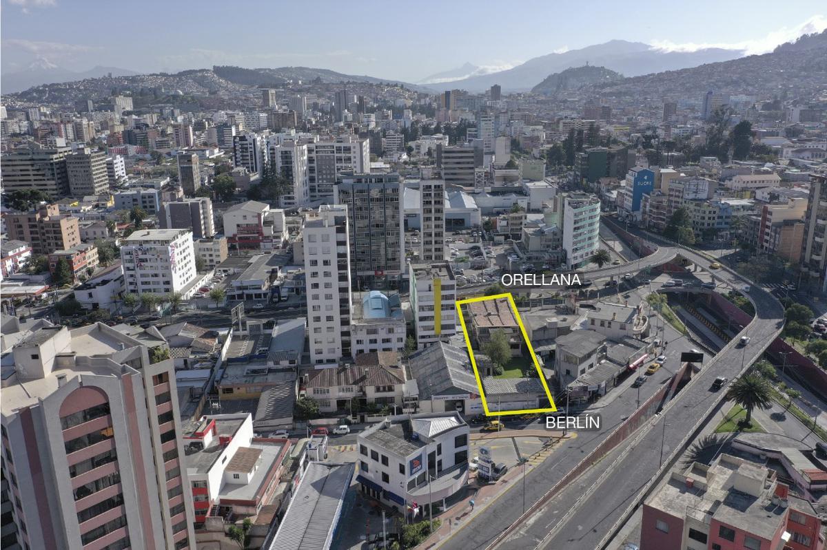 Foto Terreno en Venta en  Centro Norte,  Quito  Orellana y 10 de Agosto terreno con 2 frentes