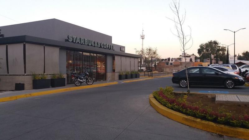 Foto Campo en Renta |  en  Los Pinos de MichoacAn,  Morelia  Terreno comercial en renta Av. La Huerta