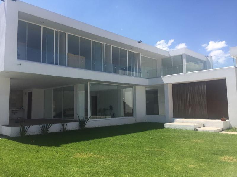 Foto Casa en Venta |  en  Metepec ,  Edo. de México  CASA  EN VENTA METEPEC CON 4 HABITACIONES