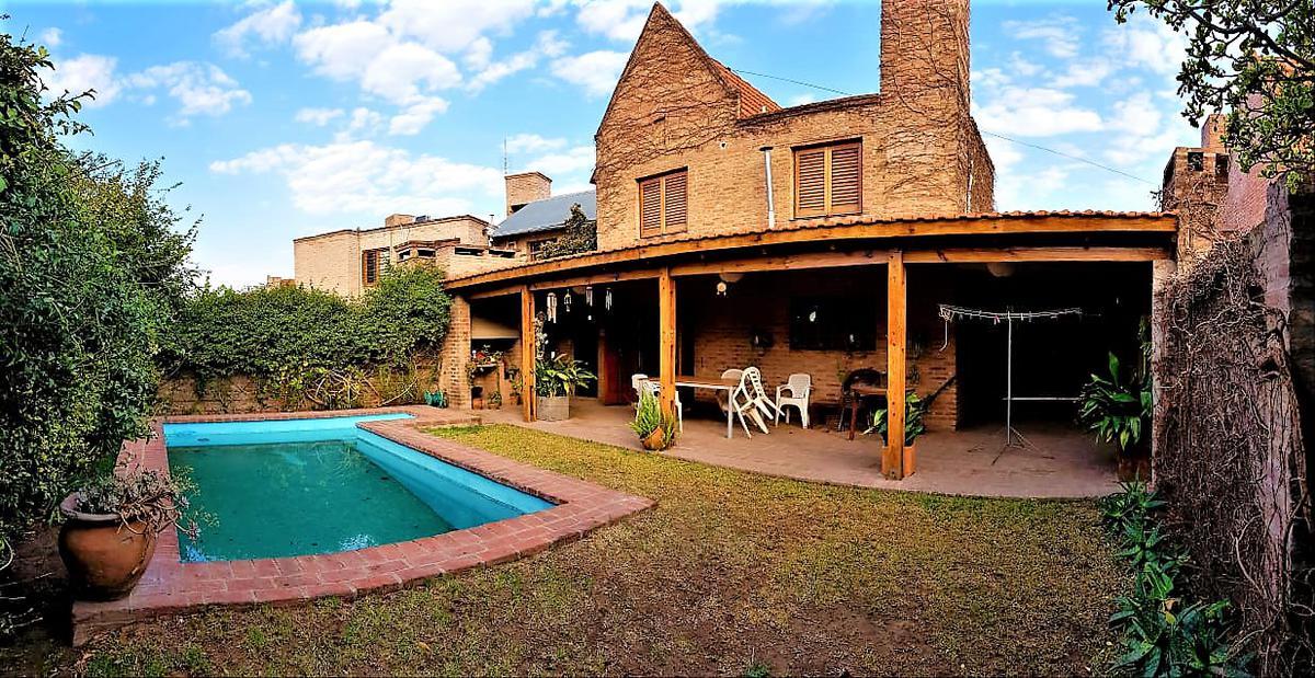 Foto Casa en Venta |  en  Urca,  Cordoba  Victorino Rodriguez al 900